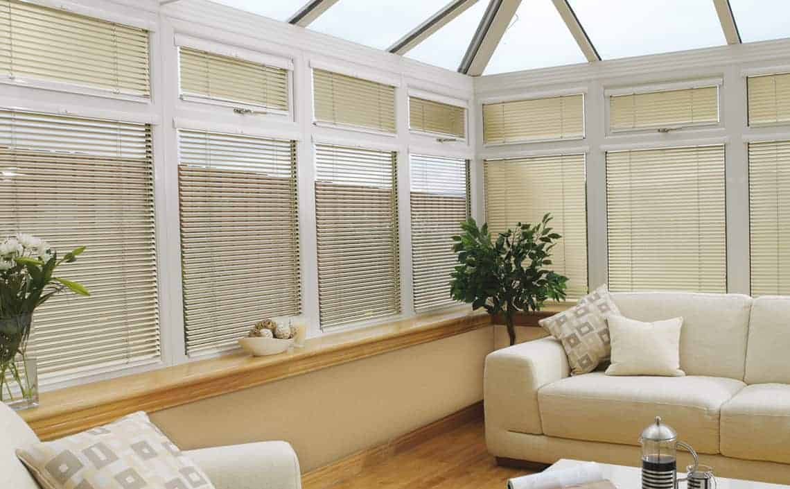 Conservatory side blinds : Intuvenetian blinds